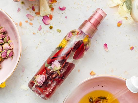 Květová voda Damašská růže. Růžová voda na zralou a suchou pokožku.