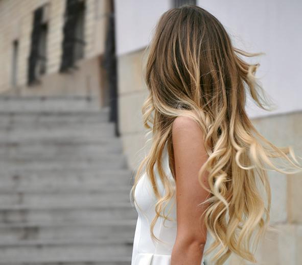 Přírodní péče o vlasy a minimalusmus. Tuhé mýdlo na vlasy v papírovém obalu, bez chemie a plastu.