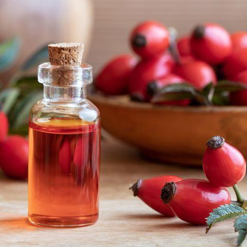 Šípkový olej je vhodný na zralou a a unavenou pleť.