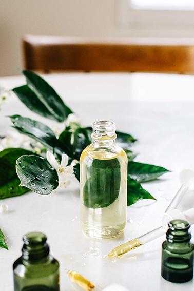 Přírodní pleťový olej v lahvičce