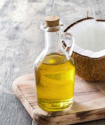 Kokosový olej v lahvi na vhodný smažení