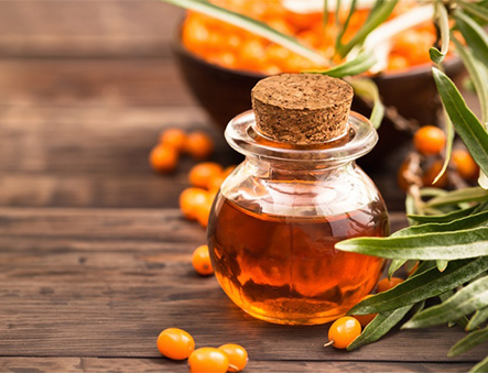 Rakytník je bohatý na vitaminy A, B, D, F, K, P, pomáhá přirozené obnově buněk, působí tak proti vráskám