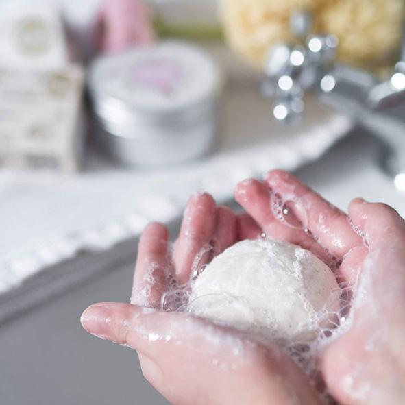 Šampuk od značky Kvitok, přírodní tuhý šampon na vlasy bez silikonů a obalu